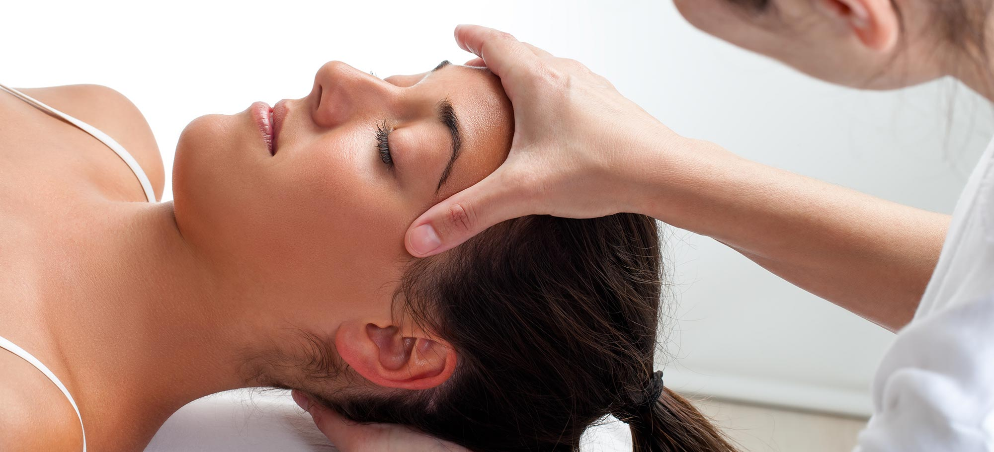 Massage Bheandlung in der Physiotherapie Praxis Wannsee